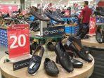 sepatu-brand-terkenal-di-mds-q-mall-diskon-sampai-70-persen_20180207_183724.jpg