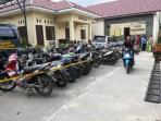 sepeda-motor-diamankan-dari-sabung-ayam_20161108_133212.jpg