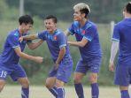 sesi-latihan-timnas-vietnam-dilakukan-di-dekat-stadion-pakansari_20161202_071005.jpg