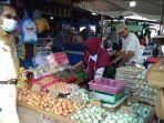 sidak-diskoperindag-di-pasar-baru-kota-marabahan-kabupaten-batola-kalsel-16022021.jpg