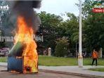 simulasi-penanganan-bencana-kebakaran-di-kantor-lama-gubernur-kalsel-di-banjarmasin-26042021.jpg