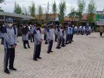 siswa-kelas-x-smk-negeri-3-banjarmasin-ketika-sedang-berada-di-halaman-sekolah.jpg
