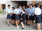 siswa-laki-laki-di-sma-banqiao-diperbolehkan-menggunakan-rok-di-sekolah.jpg