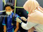 siswa-mendapat-vaksin-dosis-pertama-di-smkn-1-barabai-kabupaten-hst-rabu-27102021.jpg