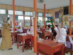 siswa-mengikuti-pembelajaran-tatap-muka-terbatas-di-sdn-ulu-benteng-2.jpg