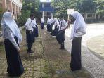 siswa-sekolah-piloting-smpn-1-banjarbaru-melaksanakan-pembelajaran-tatap-muka.jpg