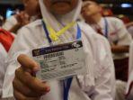 siswi-sd-menunjukkan-kartu-indonesia-pintar_20170126_120545.jpg