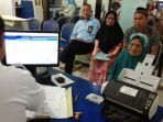sittiah-mendapatkan-pelayanan-ini-saat-urus-paspor-di-kantor-imigrasi.jpg