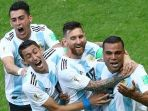 skuat-argentina-merayakan-gol-gabriel-mercado_20180630_231305.jpg