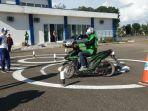 sosialisasi-edukasi-safety-riding-pengemudi-ojek-online.jpg