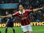 striker-ac-milan-zlatan-ibrahimovic-gol-ke-gawang-inter-milan-liga-italia.jpg