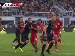 striker-dc-united-wayne-rooney-menghantam-dagu-pemain-new-york-red-bulls.jpg