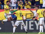 striker-kolombia-radamel-falcao-kiri-merayakan-gol-bersama-rekan-setimnya-james-rodriguez_20180801_062546.jpg