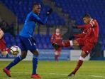 striker-liverpool-u-23-rhian-brewster-melepaskan-tendangan-dalam-laga-premier-league_20171221_055915.jpg