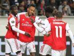 striker-pierre-emerick-aubameyang-kedua-dari-kiri-merayakan-gol.jpg