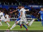 striker-real-madrid-karim-benzema-beraksi-dalam-laga-liga-spanyol.jpg