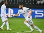 striker-real-madrid-karim-benzema-merayakan-golnya-ke-gawang-borussia-moenchengladbach.jpg