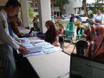 suasana-calon-peserta-cpns-banjarbaru-saat-mengambil-kartu-tes.jpg
