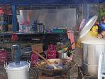 suasana-dapur-umum-di-depan-kantor-dinsos-kalsel.jpg