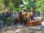 suasana-di-tempat-pemakaman-dr-ahmadi.jpg