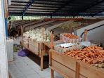 suasana-los-sayur-pasar-manuntung-berseri-pelaihari-kabupaten-tanahlaut-kalsel-selasa-722020.jpg