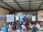 suasana-pelatihan-bagi-para-perajin-anyaman-di-desa-keramat-haur-gading-kabupaten-hsu-26122020-6.jpg