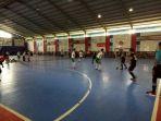 suasana-pertandingan-turnamen-futsal-himatika-cup_20171119_151125.jpg