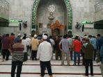 suasana-salat-zuhur-di-masjid-noor.jpg