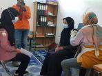 suasana-vaksinasi-covid-19-di-kantor-desa-mekarsari-kamis-23_9-pagi.jpg