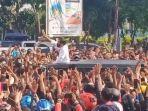 tangkapan-layar-video-kerumunan-warga-sambut-kedatangan-presiden-joko-widodo.jpg