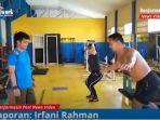 terapis-terhadap-pegulat-di-ruang-gym-gor-hasanuddin-hm-banjarmasin-kalsel-jumat-26022021.jpg