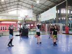 tim-basket-putri-banjarmasin-berlatih-di-lapangan-basket-di-borneo-indoor-futsal-rabu-03022021.jpg