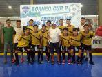tim-futsal-sman-13-smagas-banjarmasin-sabet-trofi-juara-borneo-cup-2-2018_20180323_070512.jpg