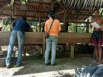 tim-keswan-bidang-peternakan-dinas-pertanian-kapuas-saat-melaksanakan-pemeriksaan-ternak.jpg