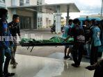tim-landu-rescue-dan-polisi-mengevakuasi-jenazah-rsud-idaman-kota-banjarbaru-kamis-2342020.jpg