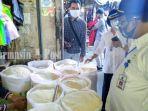 tim-pantau-mengecek-harga-beras-di-pasar-tanjung-tabalong-rabu-2272020.jpg