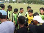tim-sepakbola-bamjarmasin-berlaga-di-popda-kalsel-2018_20180331_184508.jpg