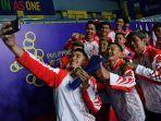 timnas-bulu-tangkis-putra-indonesia-melakukan-swafoto-seusai-menjuarai-nomor.jpg
