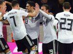 timnas-jerman-merayakan-gol-penyelamat-lars-stindl-13-dalam-laga-uji-coba-kontra-prancis_20171115_071715.jpg
