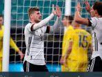 timo-werner-dan-lgoretzka-merayakan-gol-dalam-laga-jerman-vs-ukraina.jpg