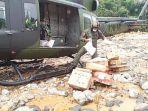tni-distribusi-bantuan-untuk-warga-terdampak-banjir-dan-longsor-di-pedalaman-kabupaten-hst.jpg