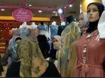 toko-busana-wanita-di-banjarmasin-ramai-dikunjungi-masyarakat.jpg