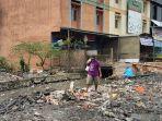 tps-sampah-dekat-pasar-kuripan-banjarmasin-dibongkar-oleh-satgas-normalisasi-sungai.jpg