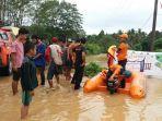 tr-bpbd-kabupaten-balangan-kalsel-evakuasi-warga-terdampak-banjir-minggu-31102020.jpg