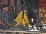 tradisi-adat-warga-desa-rampa-kotabaru.jpg