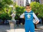 trofi-euro-2020-atau-piala-eropa-2020-yang-dipamerkan-di-kota-sevilla-spanyol.jpg
