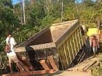 truk-pengangkut-kayu-hasil-penebangan-liar.jpg