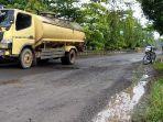 truk-tangki-minyak-kelapa-sawit-cpo-di-kabupaten-kotawaringin-timur-kalteng-14022021.jpg