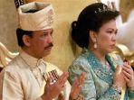 ultan-brunei-hassanal-bolkiah-dan-istri-keduanya-mariam-aziz_20180713_104543.jpg