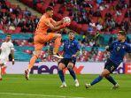 unai-simon-ciro-immobile-timnas-italia-vs-spanyol-euro-2021.jpg